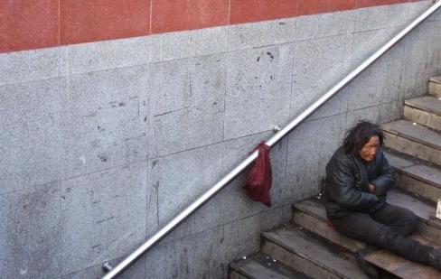 Vai Dievs sagaida no mums nabadzību?