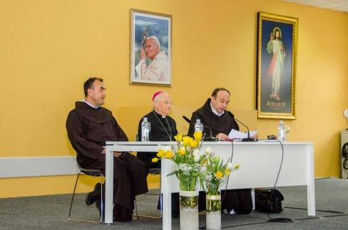 Svētā krēsla īpašā sūtņa Henrika Hozera preses konference