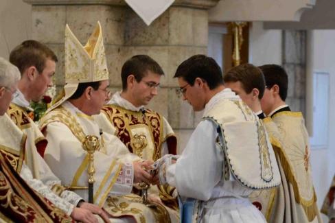 """Katoļu """"vecticībnieki"""": sarežģītais dialogs ar lefebristiem"""